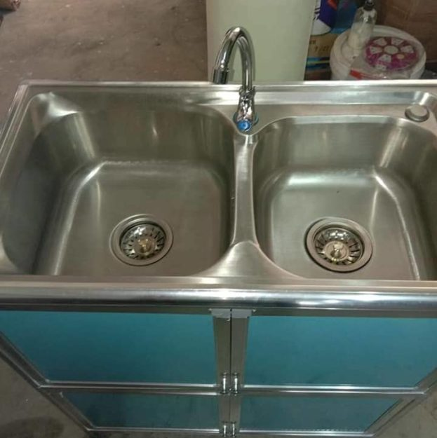 wash_basin_with_table_01